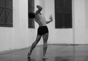 """""""Um corpo sob suspeita"""". Foto Joyce S. Vidal."""