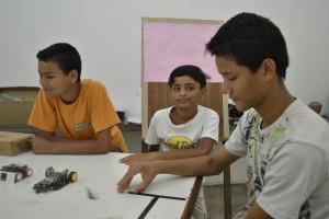 Cassiano Maciel (meio) e seus irmãos Luan e Robson.